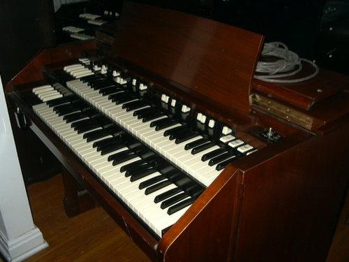 Hammond C3 (mahogany) 2