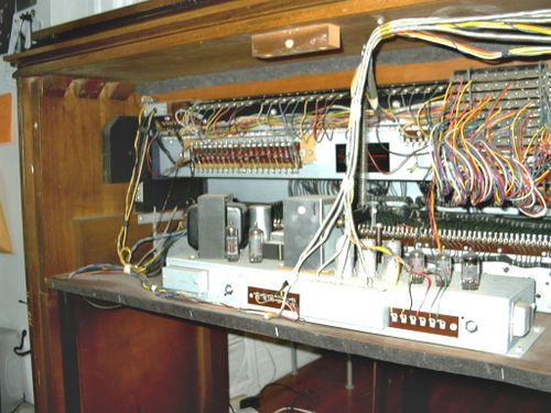 Hammond C3 (walnut) guts1