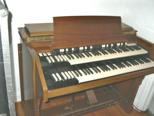 Hammond C3 (walnut)