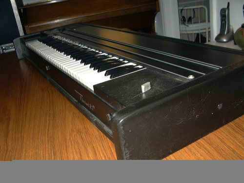 Hohner Clavinet E7  side view