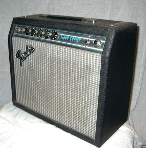 Fender vibro champ amp - side view