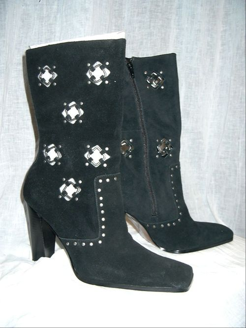 CLOTHING & SHOES - LADIES BOOTS SIZE 9.5